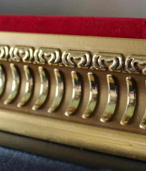 Golden frame base